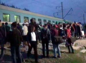 Вечером 15 сентября на железнодорожном переезде Аксенгир — Шамалган в Алматинской области столкнулись поезд и пассажирский автобус.