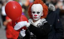Человек в костюме клоуна ужасов. Архивное фото