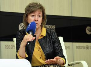 Министр по торговле Евразийской экономической комиссии Вероника Никишина в рамках видеомоста Политика торговли Кыргызстана в рамках ЕАЭС и на мировом уровне в мультимедийном пресс-центре Sputnik.