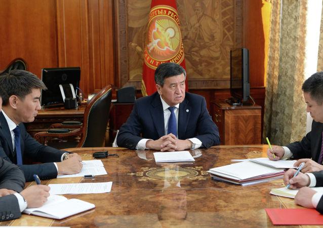 Президент Сооронбай Жээнбеков провел совещание по ситуации на кыргызско-таджикской границе
