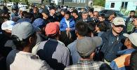 Премьер-министр Кыргызской Республики Мухаммедкалый Абылгазиев встретился с жителями села Максат Лейлекского района Баткенской области.