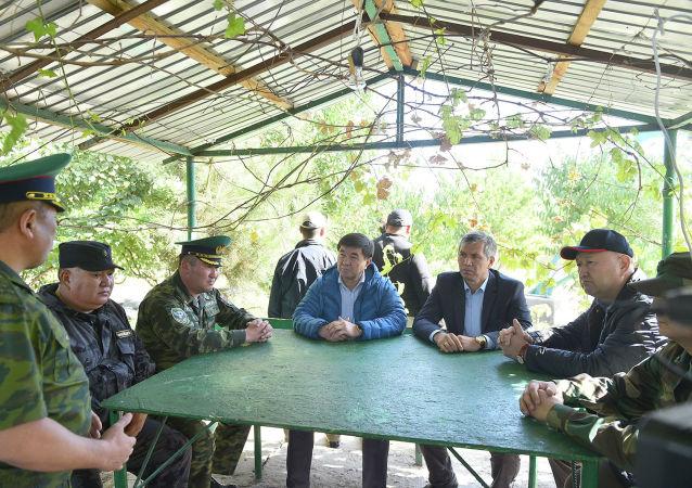 Мухаммедкалый Абылгазиев посетил пограничный пост Максат» и пообщался с его личным составом.