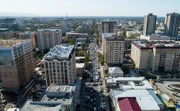 Горожанам придется терпеть неудобства до ноября. Открыть встречную полосу движения на ближайших улицах невозможно из-за проекта Безопасный город.