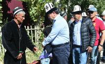 В городе Исфана Баткенской области состоялись похороны погибшего при исполнении воинского долга военнослужащего отряда специального назначения Бору Государственной пограничной службы Кыргызстана Равшана Муминова.