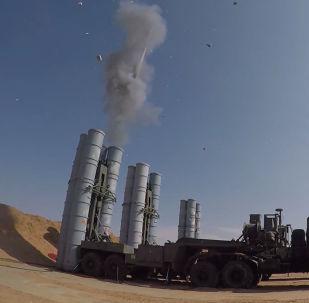 На полигоне Ашулук в Астраханской области проходит часть международных учений Центр-2019, в ходе которого свои боевые возможности продемонстрировали ракетные комплексы С-300 и С-400.