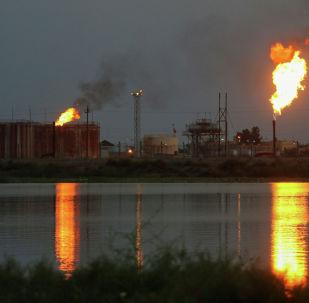 Нефтеперерабатывающий завод. Архив