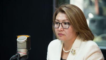 Вице-премьер-министр Алтынай Омурбекова во время интервью на радиостудии Sputnik Кыргызстан