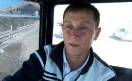 Жалал-Абад облусундагы Сузак районунун Багыш айыл өкмөтүнүн Сафаровка айылынын жашоочусу 34 жаштагы Медетбек Абжапаровго айылдаштары Путин аке деп кайрылышат. Анын өз аты ким экендигин да унутуп коюшкан.