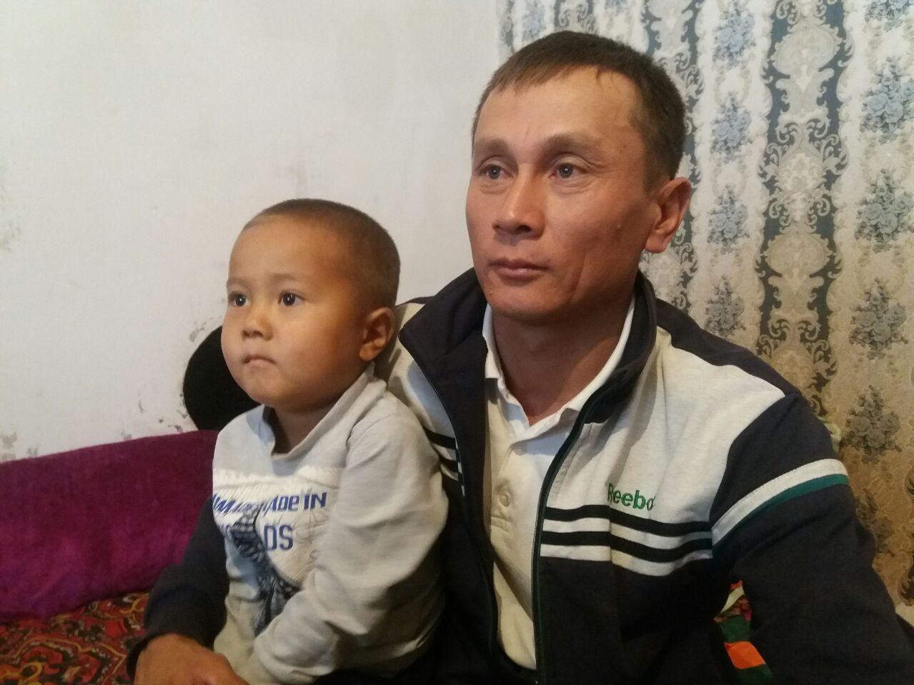 Житель Села Сафаровка 34-летний Медетбек Абжапаров, похож на президента России Владимира Путина