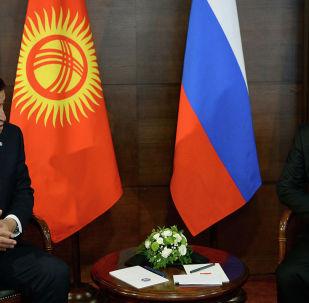 Президент РФ Владимир Путин и глава КР Сооронбай Жээнбеков провели встречу после посещения военных учений Центр–2019 в Оренбургской области.