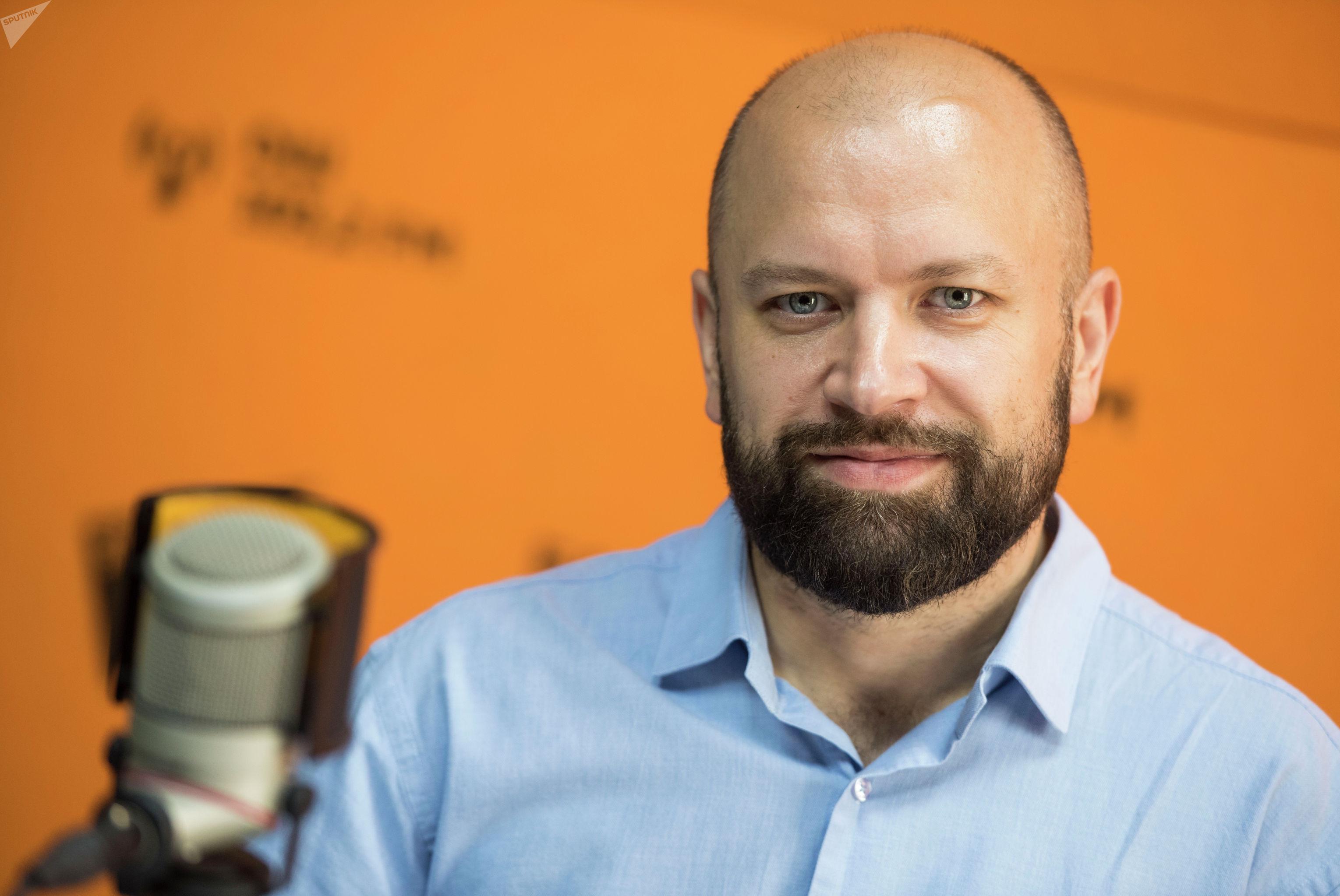 Руководитель проекта по внедрению электронного билетирования Арсен Кондахчан во время беседы на радио Sputnik Кыргызстан