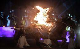 Каскадеры выступают на официальной церемонии закрытия I Национальных игр кочевников в Таласской области