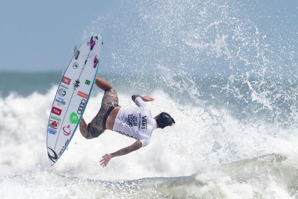 Японияда өтүп жаткан дүйнөлүк серфинг мелдешиндеги бразилиялык Габриэль Медина аттуу спортчу