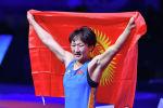 Кыргызстанская спортсменка Айсулуу Тыныбекова после победы над Тайбе Юсейн из Болгарии на финале чемпионата мира по спортивной борьбе в Нур-Султане