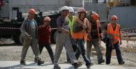 Рабочие на строительной площадке Центрального стадиона в Екатеринбурге.
