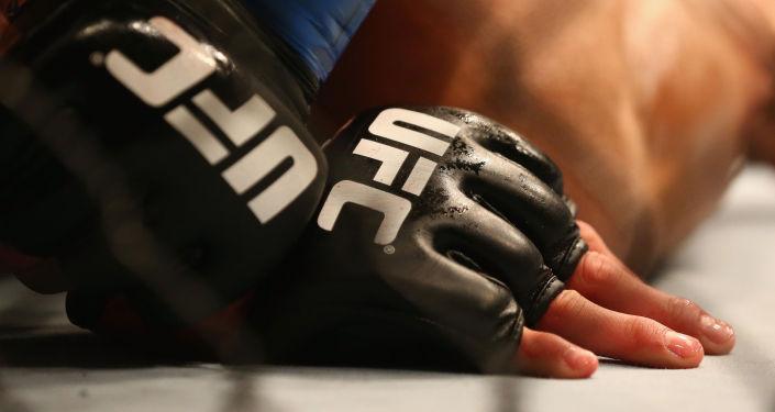 UFC мушкери. Архивдик сүрөт