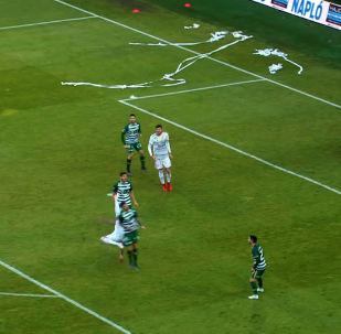 Международная федерация футбола (FIFA) определила автора лучшего гола в этом году — им стал венгр Даниэль Жори.