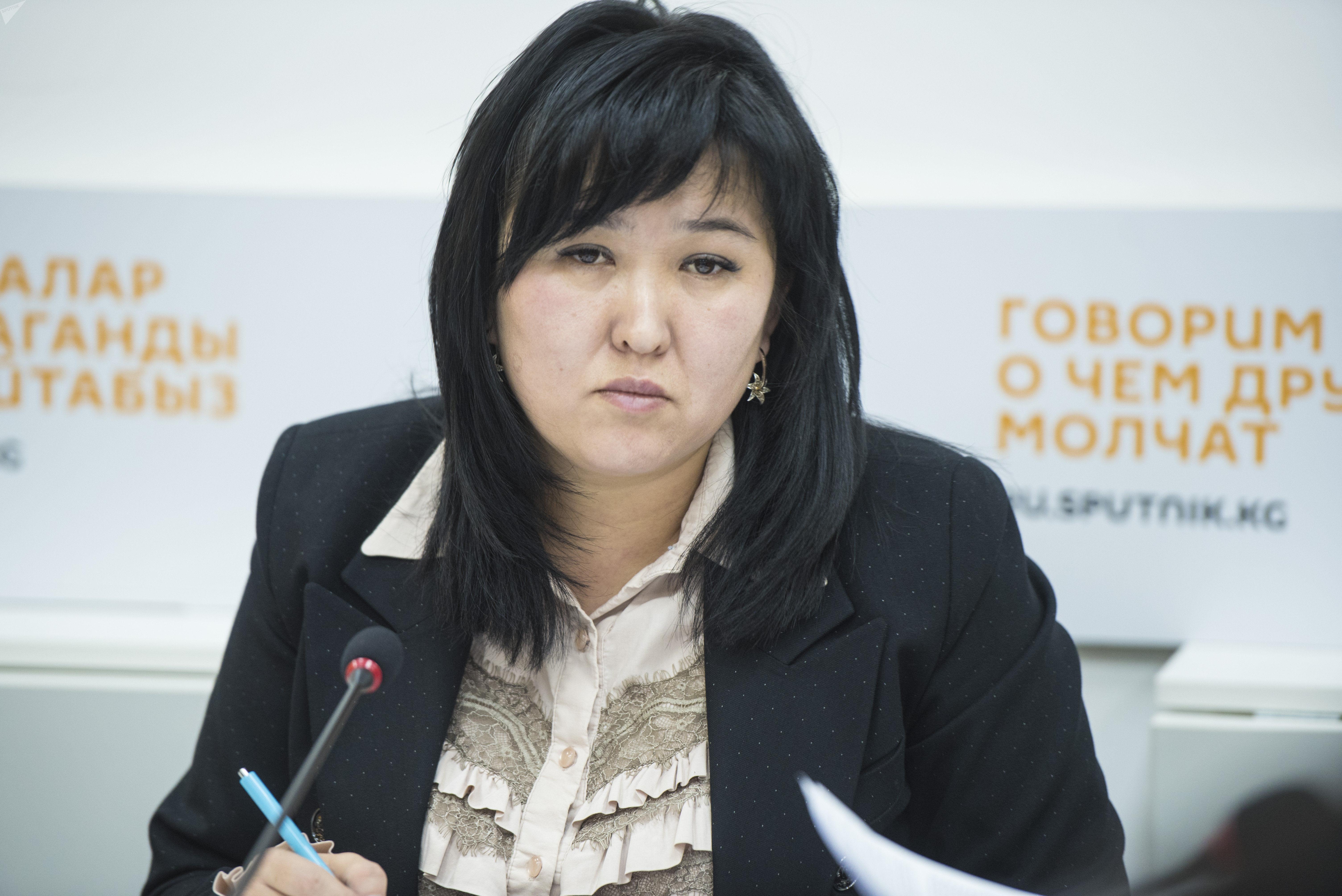 Заместитель министра труда и социального развития Ализа Солтонбекова на круглом столе в мультимедийном пресс-центре Sputnik Кыргызстан
