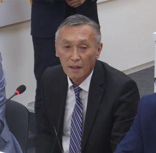 Заместитель директора Национального хирургического центра Минздрава Таалай Акматов рассказал об отличиях между государственными и частными клиниками.