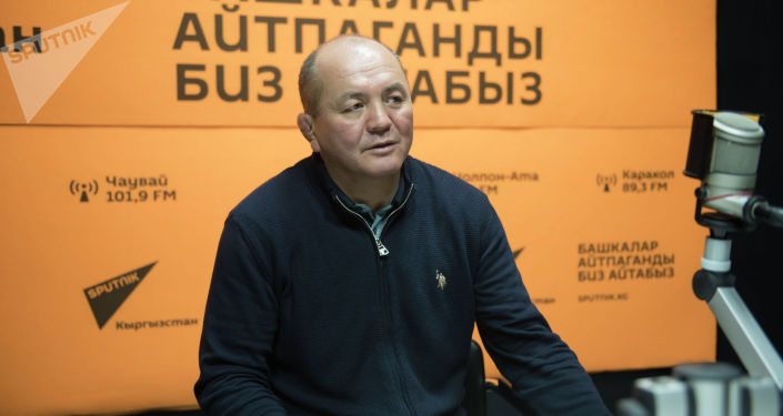 Кыз-келиндер күрөшү боюнча улуттук курама команданын машыктыруучусу Нурбек Изабеков