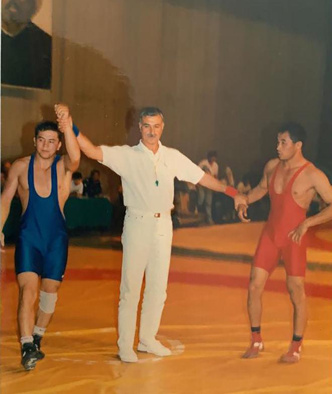 Тренер женской сборной команды Кыргызстана по вольной борьбе Нурбек Изабеков