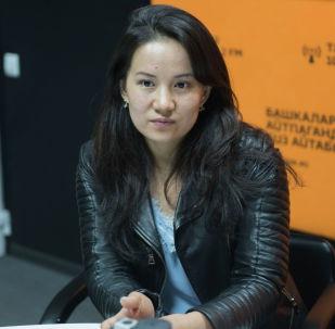 Акушер-гинеколог Аида Арстанбекова. Архивдик сүрөт
