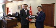 Чрезвычайный и Полномочный Посол КР в Турции Кубанычбек Омуралиев встретился с Министром сельского и лесного хозяйства страны Бекиром Пакдемирли