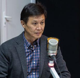 Руководитель Ассоциации яководов Кыргызстана Кубанычбек Шейитов во время беседы на радио Sputnik