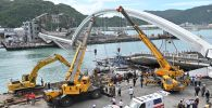 Спасатели работают на месте обрушенного моста на северо-востоке Тайваня . 1 октября 2019 года