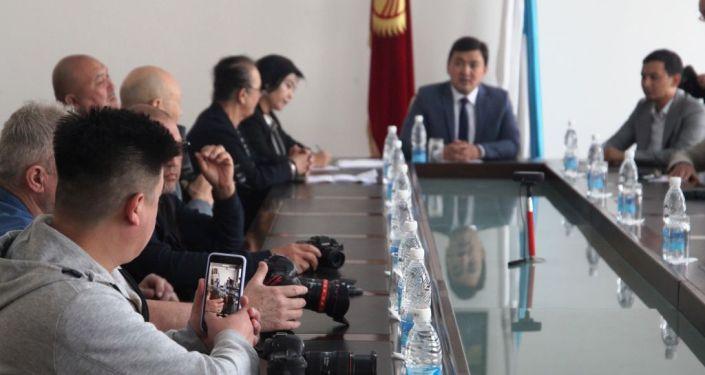 Встреча вице-мэра города Ош Нурбека Кадырова с фотографами и артистами Тюркоязычных стран