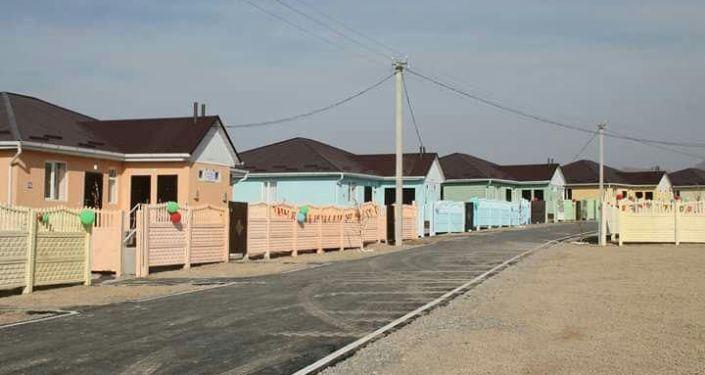 В Баткене состоялось открытие социального городка для 106 семей, вдов и матерей-одиночек.
