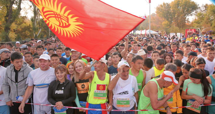 Участники бишкекского Международного марафона Мол Кулак Куз Деми
