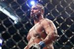Американский боец UFC Йорган Де Кастро после победы над Джастином Тафой из Австралии на UFC 243 в Мельбурне. 6 октября 2019 года