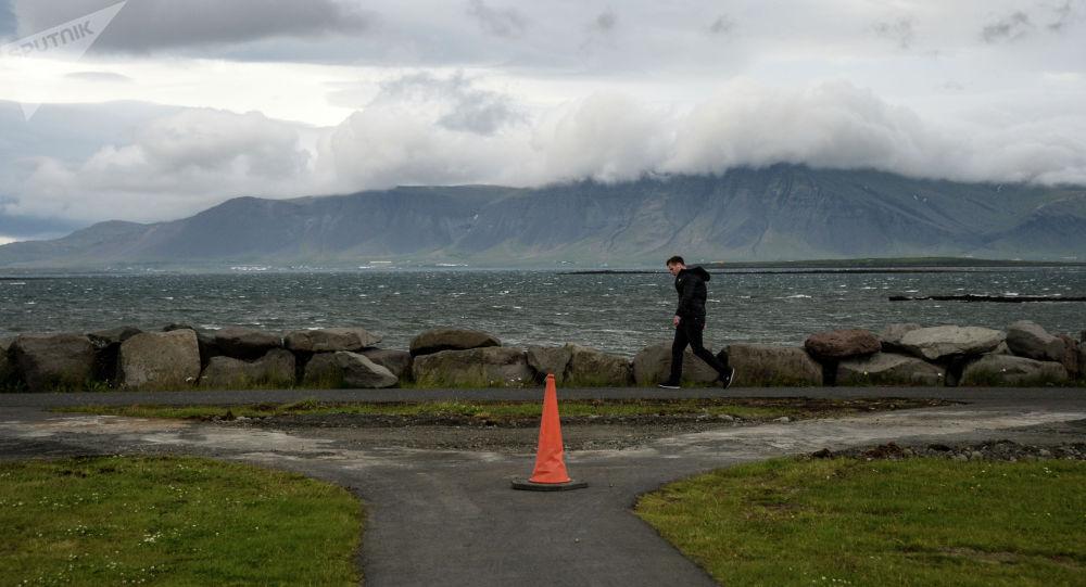 Берег залива Фахсафлоуи в Рейкьявике в Исландии. Архивное фото