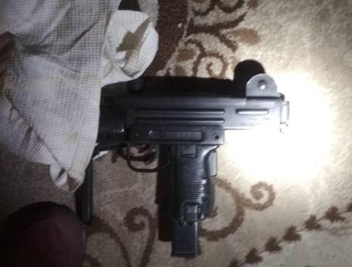 Огнестрельное оружие изъятое у задержанного по подозреваемого в разбойном нападении