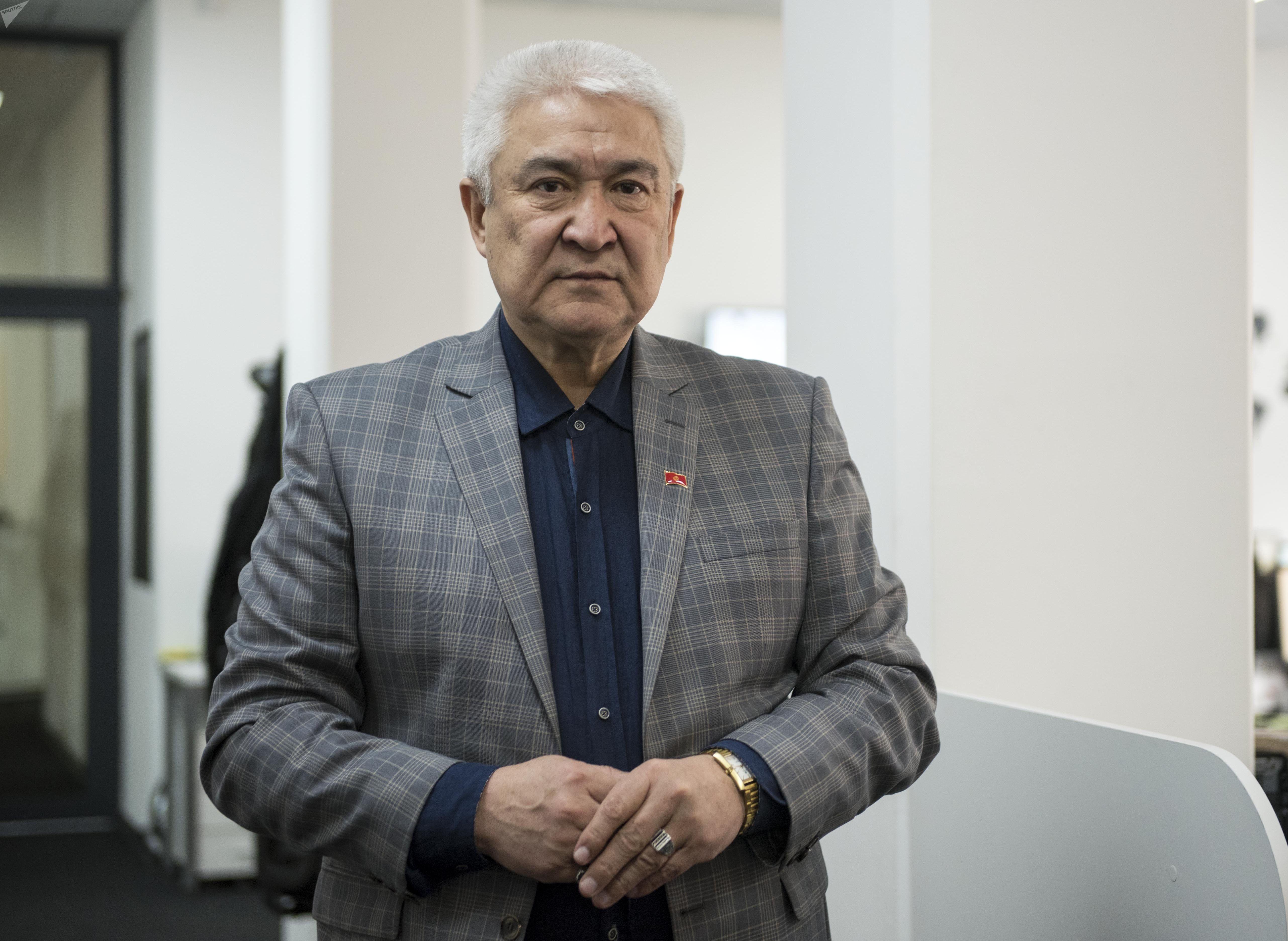 Заслуженный артист КР Темирлан Сманбеков, директор Кыргызского национального академического драматического театра Темирлан Сманбеков
