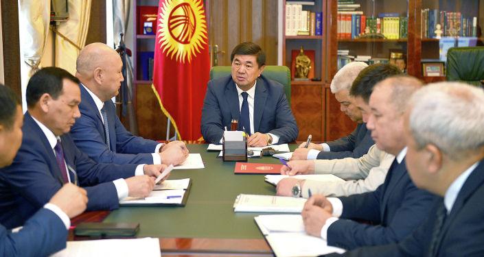Премьер-министр Мухаммедкалый Абылгазиев Баткен облусунда болгон шахтадагы кырсыкка байланыштуу жыйын өткөрдү