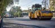В Бишкеке на улице Московской уложили первый слой асфальта между улицей Абдрахманова и проспектом Эркиндик. Архивное фото