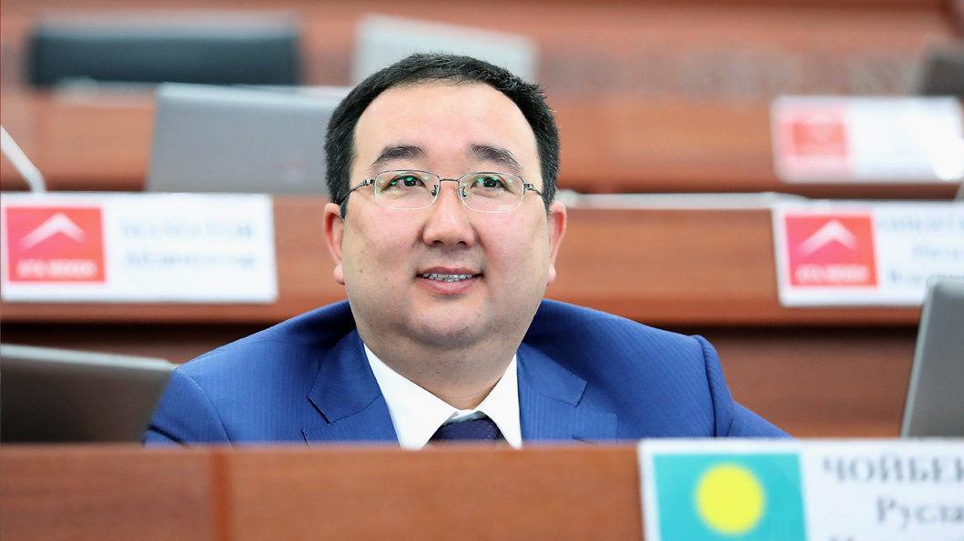 Депутат Жогорку Кенеша Чойбеков Руслан во время заседания