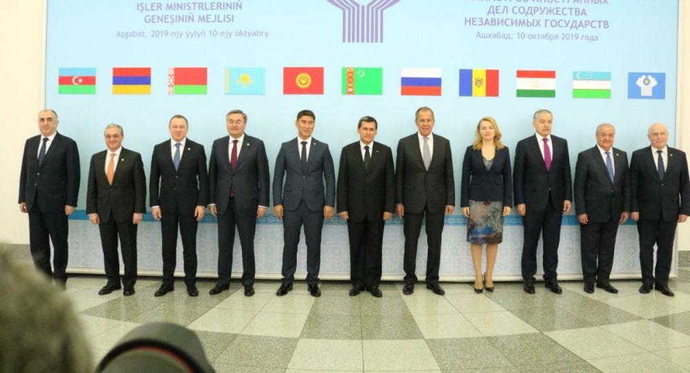 Сегодня, 10 октября, в Ашхабаде министр иностранных дел Кыргызстана Чингиз Айдарбеков принял участие в очередном заседании Совета министров иностранных дел государств – участников Содружества независимых государств