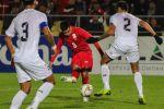Футболисты сборной Кыргызстана и Мьянмы во время матча в рамках отборочного раунда ЧМ-2022 на стадионе имени Долона Омурзакова в Бишкеке