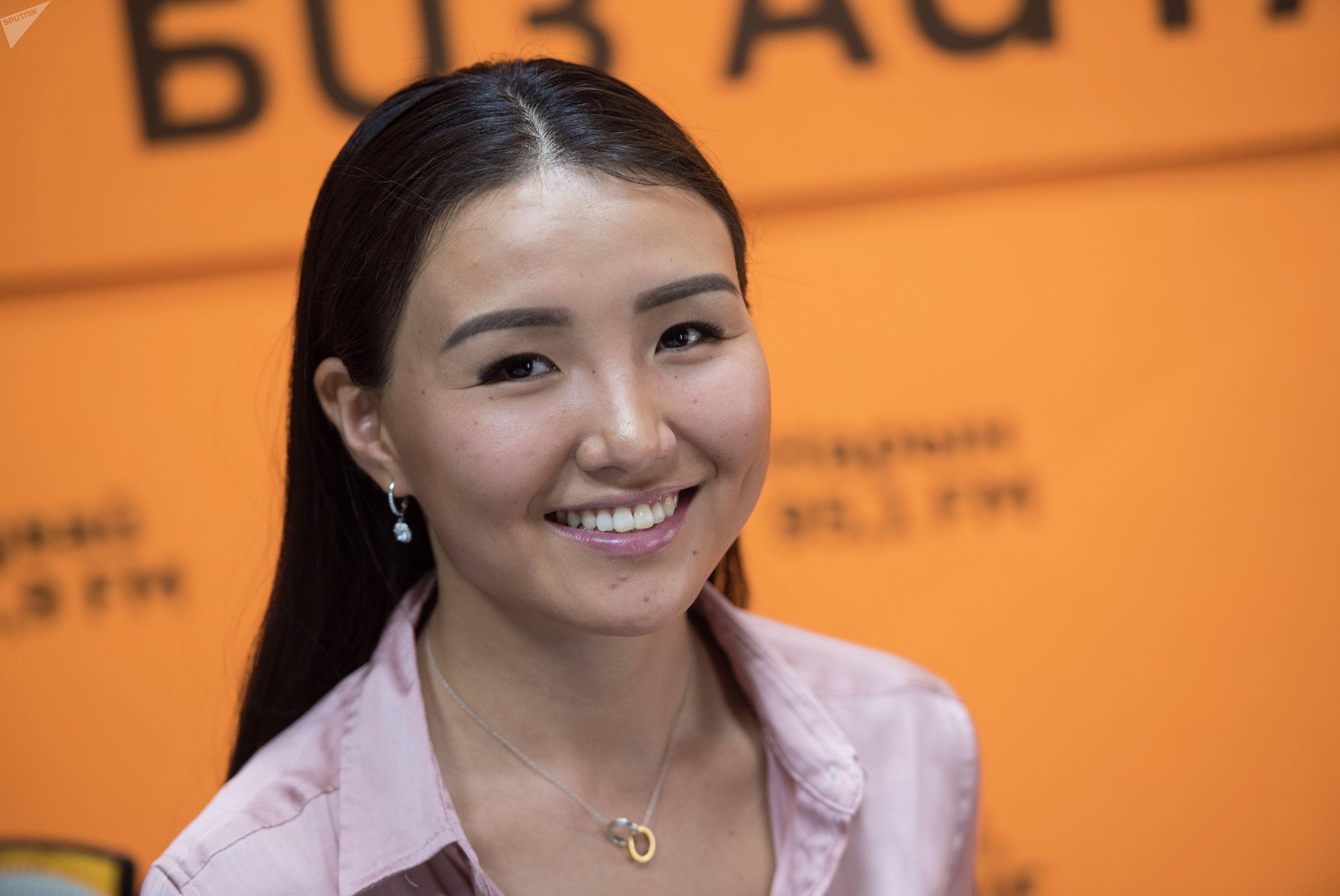 Кыргызстанка Чолпон Улукбекова, живущая в ЮАР в студии Sputnik Кыргызстан