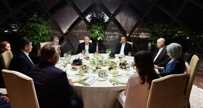 Президент Сооронбай Жээнбеков поужинал с главами государств и правительств — членов Совета сотрудничества тюркоязычных стран (ССТГ)