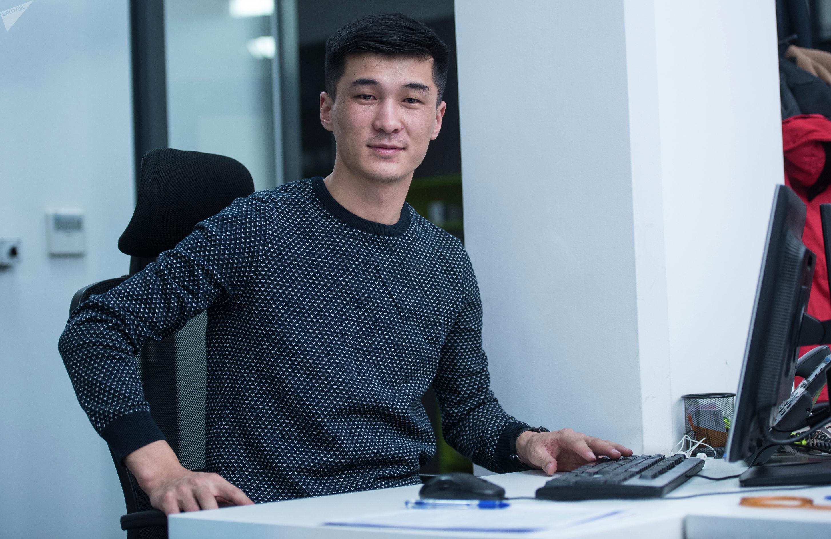 Журналист международного информационного агенства Sputnik Кыргызстан Эламан Карымшаков