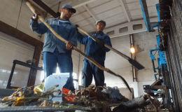 Быйылкы сегиз ай ичинде (январь-август) Бишкекте түтүккө таштанды тыгылган 1088 учур болгон. Бул адистерге күн сайын 4-5 чакырык түшөт дегенди түшүндүрөт.