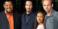 Актеры Лоуренс Фишберн (слева), Киану Ривз, Джада Пинкетт Смит и Хьюго Уивинг позируют для продвижения своего последнего фильма Матрица перезагрузки, второго фильма из франшизы Матрица в Токио. 27 мая 2003 года