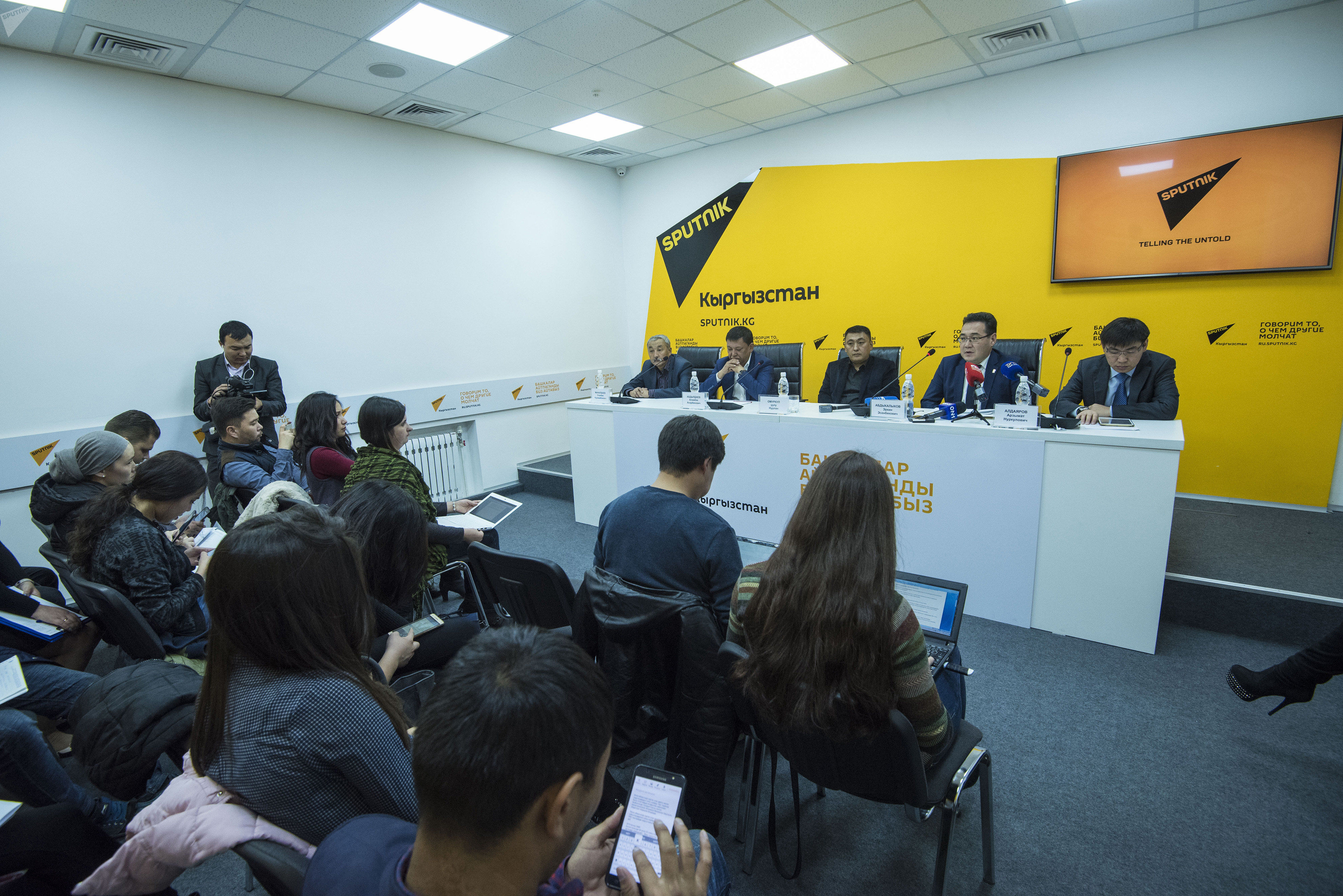 6 октября в мультимедийном пресс-центре Sputnik Кыргызстан состоялась пресс-конференция Какими будут тарифы во время отопительного сезона в Бишкеке