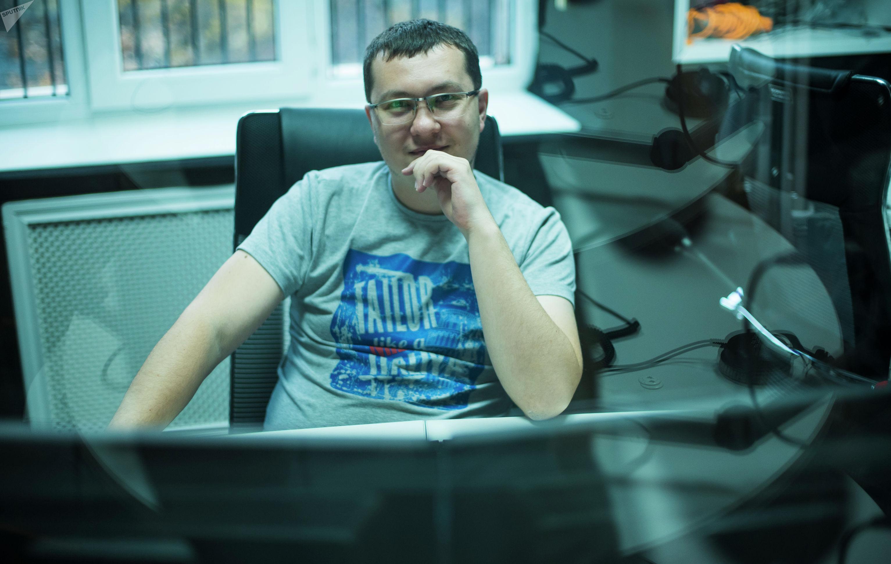 Звукорежиссер радио Sputnik Кыргызстан Максим Марочкин