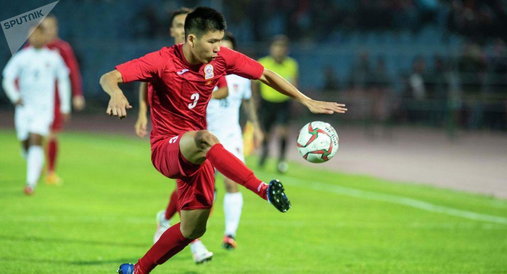 Защитник сборной Кыргызстана по футболу Тамирлан Козубаев. Архивное фото