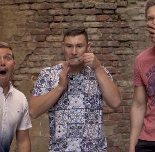 Музыкант из Казани (Россия) Ильдар Гимадиев продемонстрировал виртуозную игру на ооз комузе (темир комуз, варган), совместив ее с битбоксом.